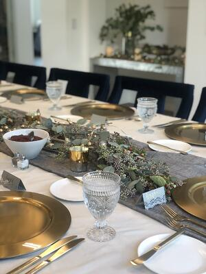 dinner-table-with-placemats-and-utensils
