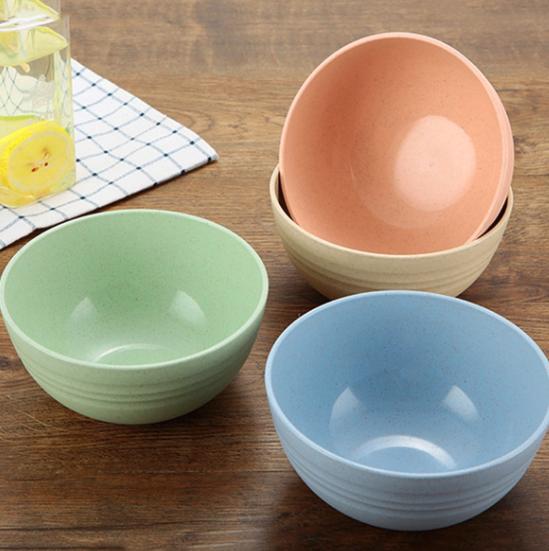 färgglada keramiska skålar