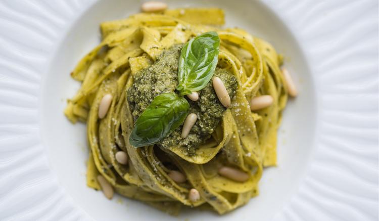 Ricetta italiana Trenette al Pesto per estate